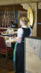Server at work at the Parkhotel at Soier See